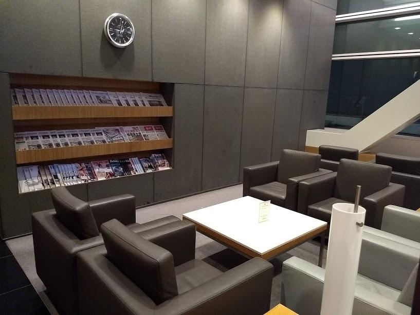 cathay lounge SFO seating area